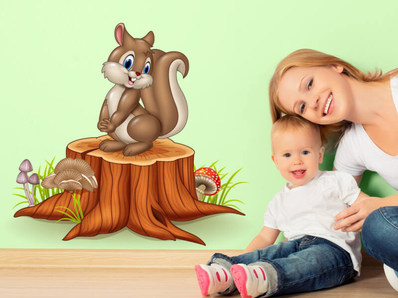 mókus a fatörzsön